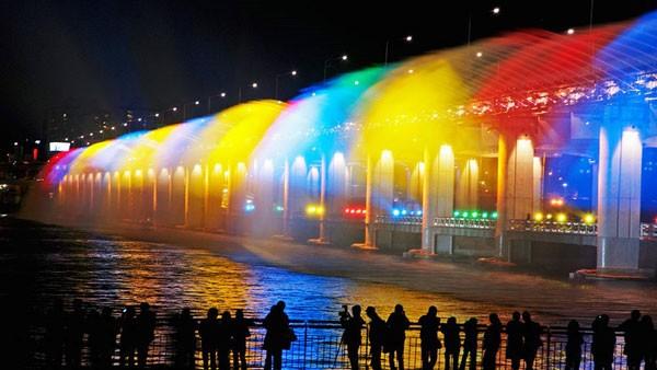 Đài phun nước cầu vồng lung linh ở Seoul  - ảnh 8