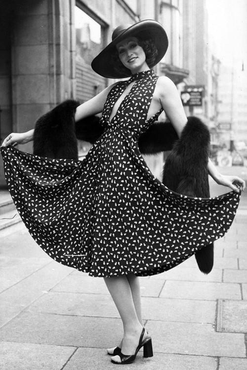 Phong cách dạo phố đẳng cấp của các quý cô xưa  - ảnh 11