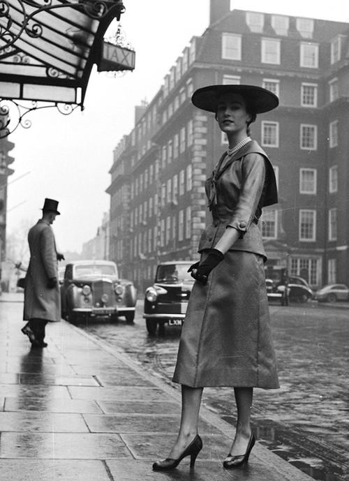 Phong cách dạo phố đẳng cấp của các quý cô xưa  - ảnh 13