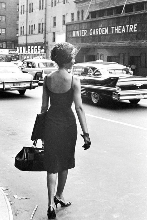 Phong cách dạo phố đẳng cấp của các quý cô xưa  - ảnh 16