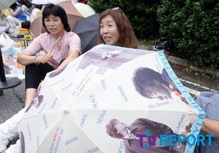 Tài tử Bae Yong Joon chính thức 'rước nàng về dinh' - ảnh 7