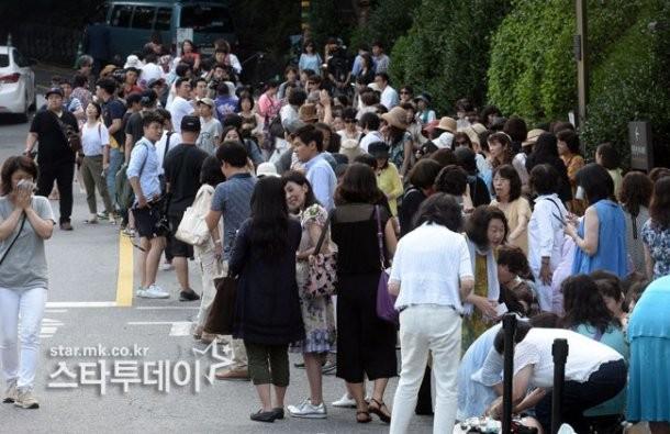 Tài tử Bae Yong Joon chính thức 'rước nàng về dinh' - ảnh 6