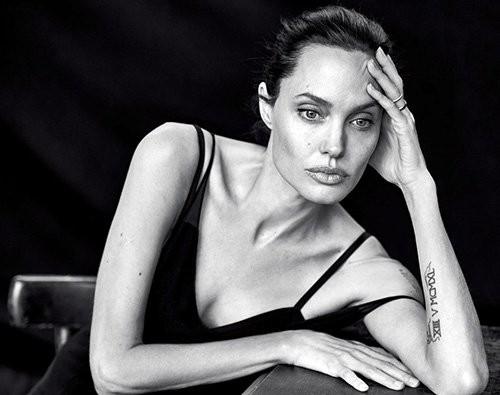 Angelina Jolie giản dị trong bộ ảnh trắng đen - ảnh 2