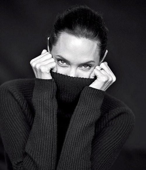 Angelina Jolie giản dị trong bộ ảnh trắng đen - ảnh 7