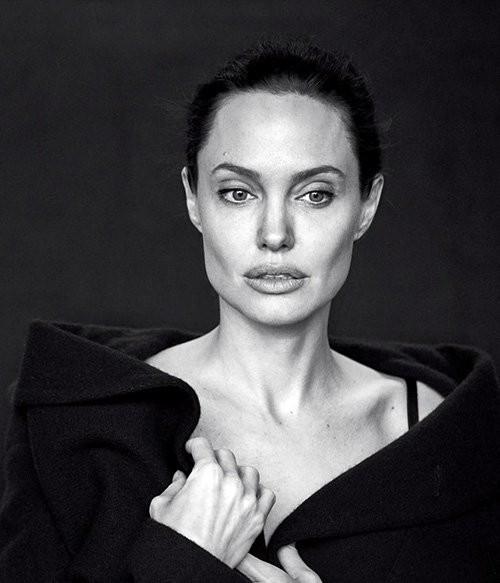 Angelina Jolie giản dị trong bộ ảnh trắng đen - ảnh 3