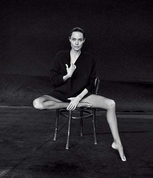 Angelina Jolie giản dị trong bộ ảnh trắng đen - ảnh 4