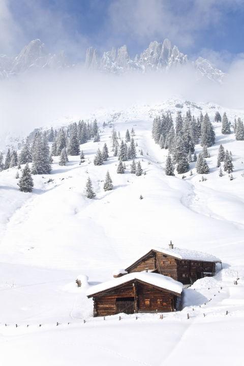 Những ngôi nhà phủ đầy tuyết trắng khắp thế giới - ảnh 2