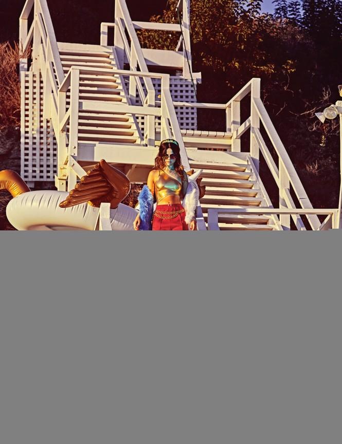 Selena Gomez diện bikini cực 'ngầu' - ảnh 4