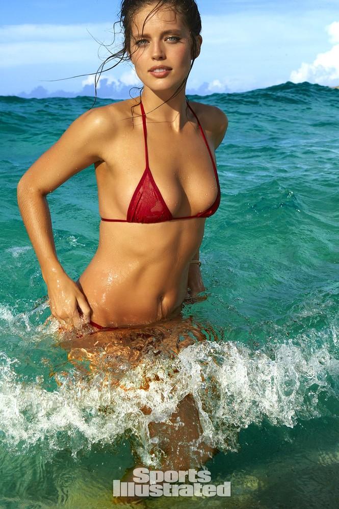Mẫu bikini Emily DiDonato rạng ngời sắc vóc - ảnh 17