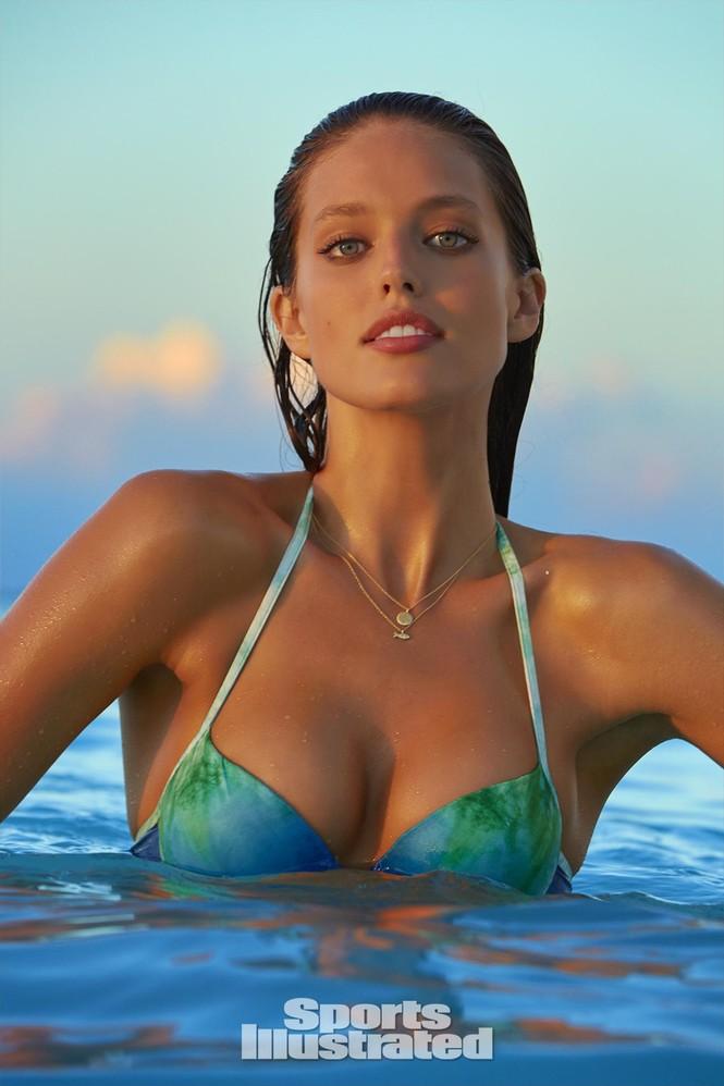 Mẫu bikini Emily DiDonato rạng ngời sắc vóc - ảnh 2