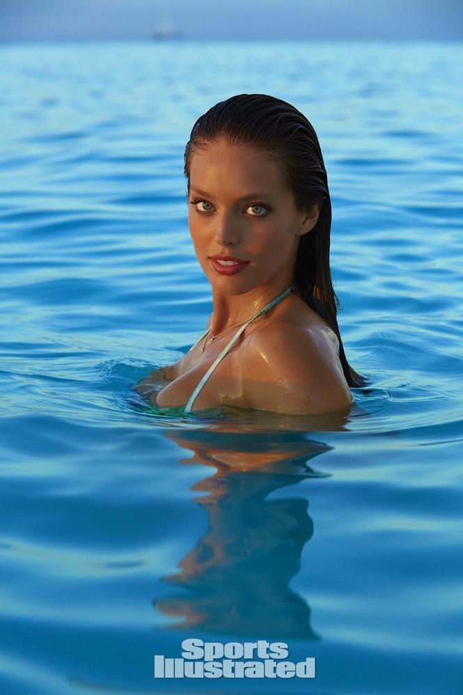 Mẫu bikini Emily DiDonato rạng ngời sắc vóc - ảnh 4