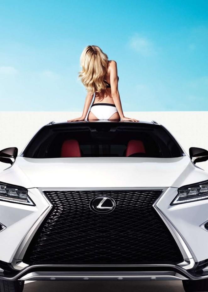 Mỹ nhân áo tắm Hailey Clauson gợi tình bên Lexus RX 2016 - ảnh 5