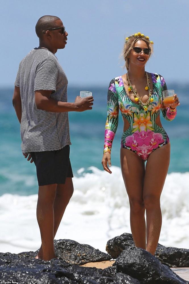 Vợ chồng Beyonce ngọt ngào tình tứ ở Hawaii - ảnh 3
