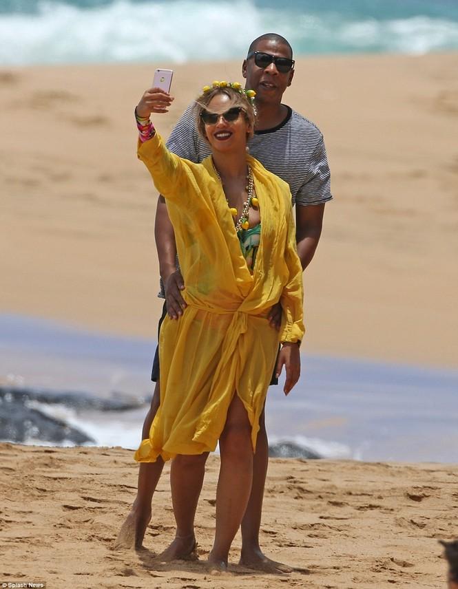 Vợ chồng Beyonce ngọt ngào tình tứ ở Hawaii - ảnh 5