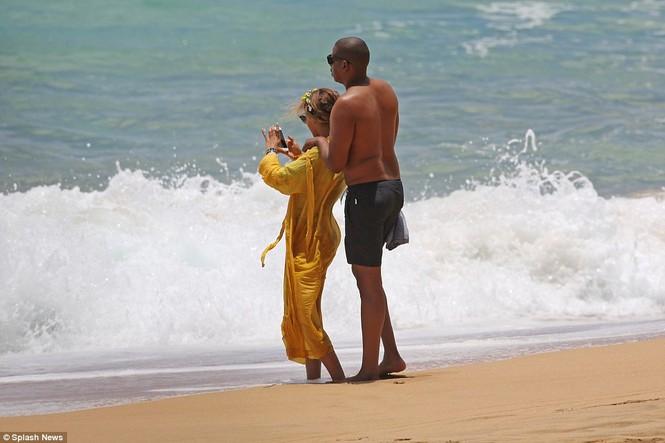 Vợ chồng Beyonce ngọt ngào tình tứ ở Hawaii - ảnh 8