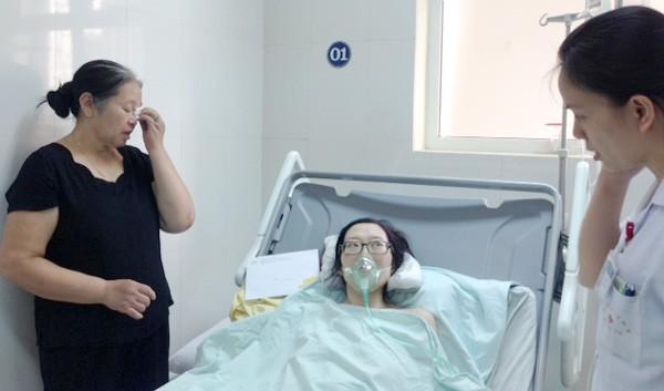 Sau ca mổ ngồi cứu con, người mẹ ung thư đang cố sống từng ngày - ảnh 1