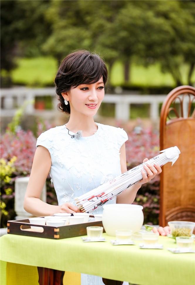 Nhan sắc trẻ ngỡ ngàng của Lưu Gia Linh và người đẹp 'Bến Thượng Hải' - ảnh 2