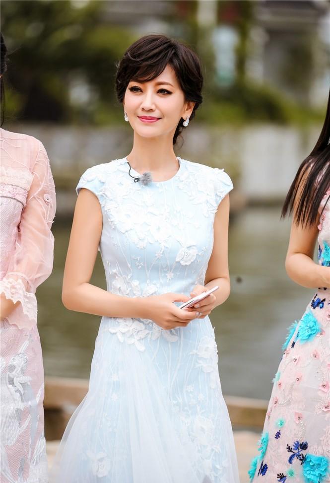 Nhan sắc trẻ ngỡ ngàng của Lưu Gia Linh và người đẹp 'Bến Thượng Hải' - ảnh 3