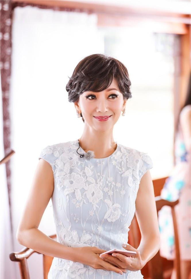Nhan sắc trẻ ngỡ ngàng của Lưu Gia Linh và người đẹp 'Bến Thượng Hải' - ảnh 5