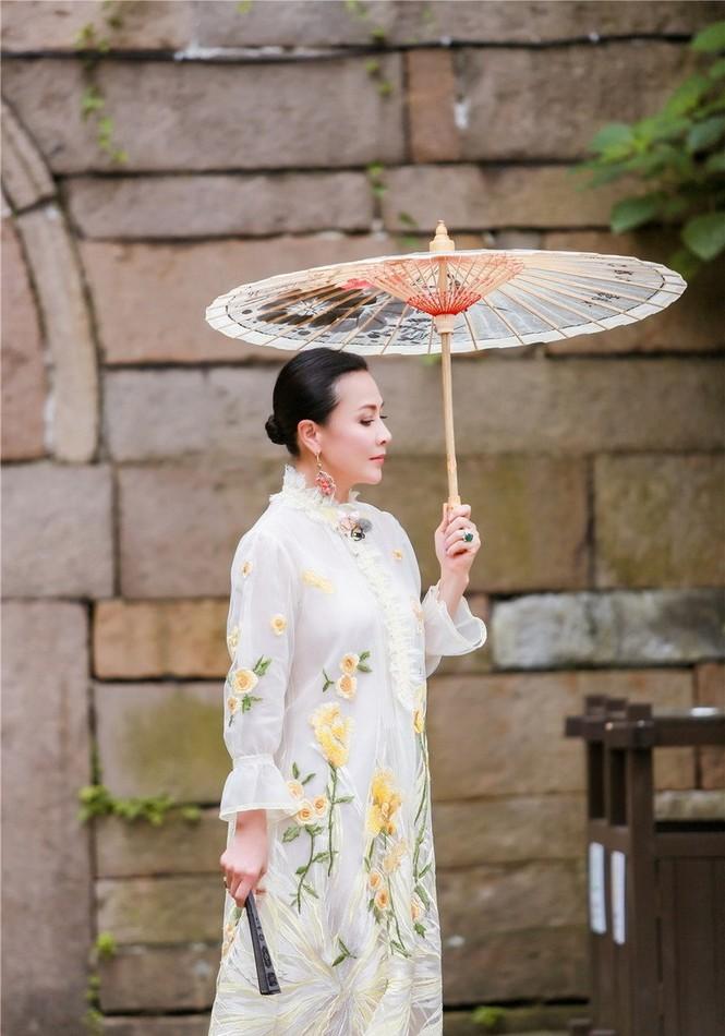 Nhan sắc trẻ ngỡ ngàng của Lưu Gia Linh và người đẹp 'Bến Thượng Hải' - ảnh 9