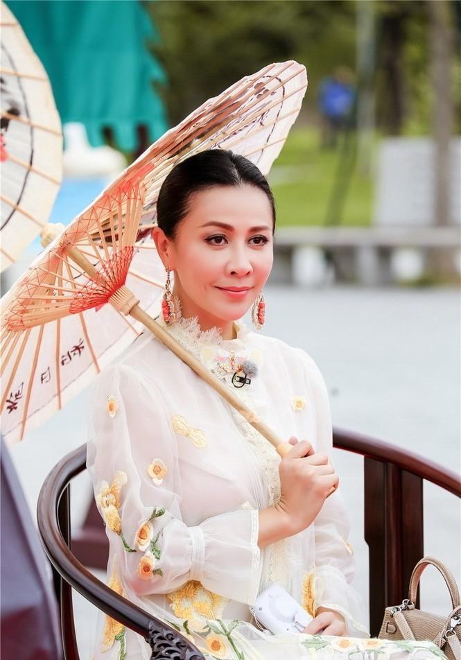 Nhan sắc trẻ ngỡ ngàng của Lưu Gia Linh và người đẹp 'Bến Thượng Hải' - ảnh 6