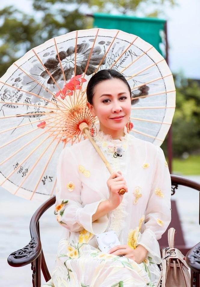 Nhan sắc trẻ ngỡ ngàng của Lưu Gia Linh và người đẹp 'Bến Thượng Hải' - ảnh 7