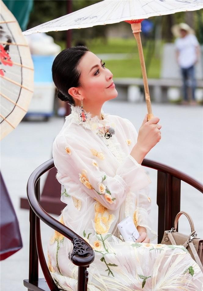 Nhan sắc trẻ ngỡ ngàng của Lưu Gia Linh và người đẹp 'Bến Thượng Hải' - ảnh 8