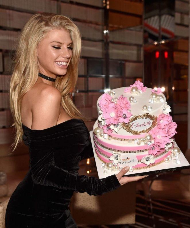 Mỹ nhân gợi tình Charlotte McKinney rạng rỡ đón sinh nhật ở Las Vegas - ảnh 5