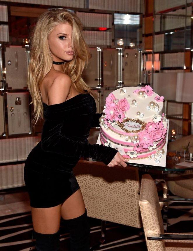Mỹ nhân gợi tình Charlotte McKinney rạng rỡ đón sinh nhật ở Las Vegas - ảnh 6