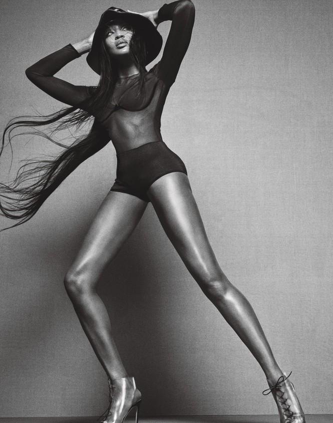 siêu mẫu,người mẫu,trang phục,quyến rũ,chân dài,chụp hình,bộ ảnh,cuốn hút, La Perla, Gianvito Rossi, Manolo Blahnik, Michael Kors, Moschino, thần thái, biểu cảm, ngôn ngữ cơ thể, Naomi Campbell, dáng vóc - ảnh 2