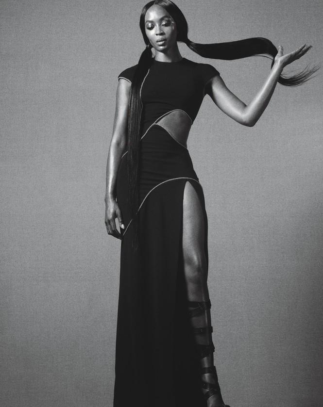 siêu mẫu,người mẫu,trang phục,quyến rũ,chân dài,chụp hình,bộ ảnh,cuốn hút, La Perla, Gianvito Rossi, Manolo Blahnik, Michael Kors, Moschino, thần thái, biểu cảm, ngôn ngữ cơ thể, Naomi Campbell, dáng vóc - ảnh 4