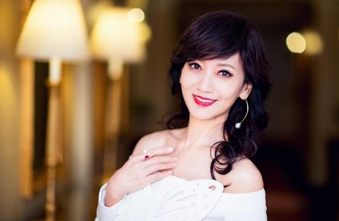 Mỹ nhân 'Bến Thượng Hải' trẻ đẹp khó tin ở tuổi 62 - ảnh 1