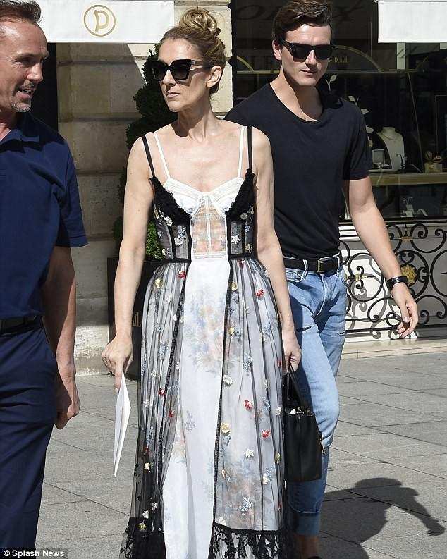 Celine Dion sành điệu với váy lấy cảm hứng từ nội y - ảnh 4