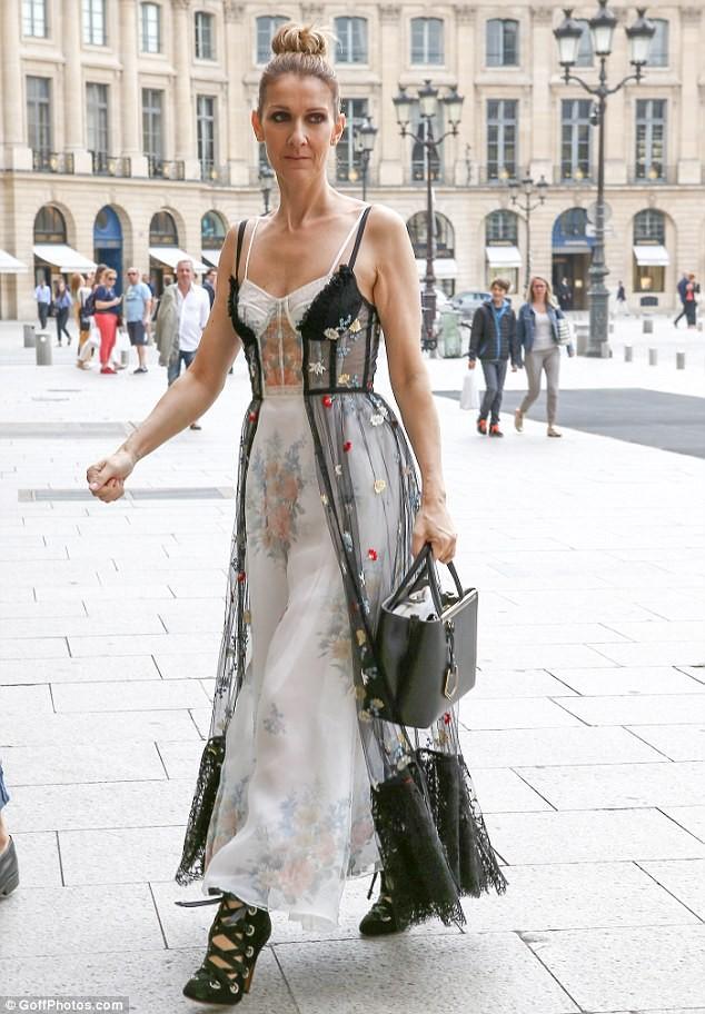 Celine Dion sành điệu với váy lấy cảm hứng từ nội y - ảnh 1