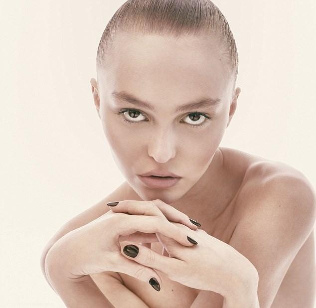 Lily-Rose: Cô con gái 18 tuổi gợi cảm của 'cướp biển' Johnny Depp - ảnh 1