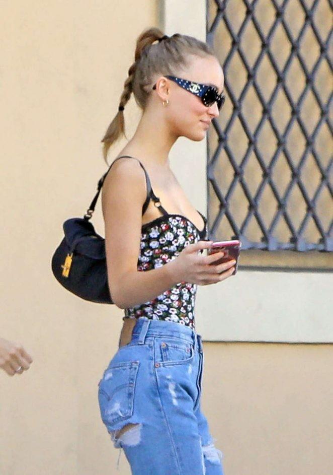 Lily-Rose: Cô con gái 18 tuổi gợi cảm của 'cướp biển' Johnny Depp - ảnh 8