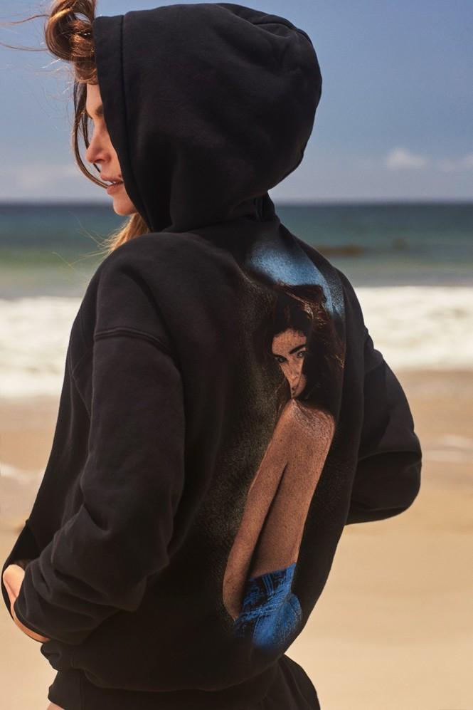 'Chân dài' huyền thoại Cindy Crawford gợi cảm, trẻ trung quên tuổi - ảnh 3