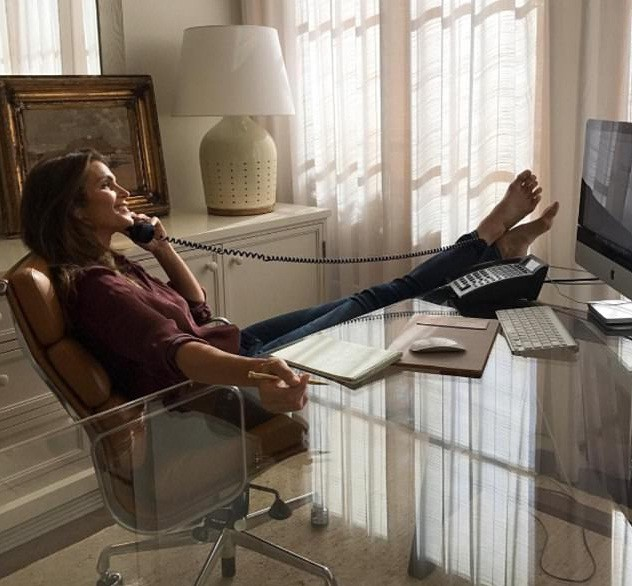 'Chân dài' huyền thoại Cindy Crawford gợi cảm, trẻ trung quên tuổi - ảnh 5