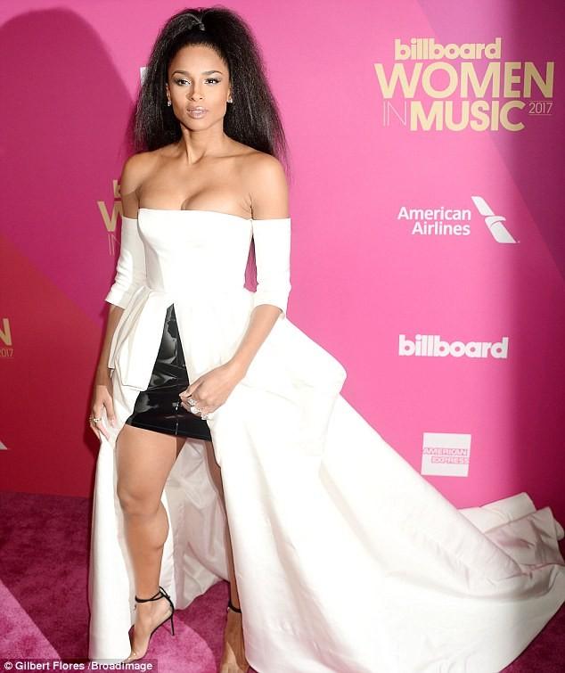 Nhận giải 'Phụ nữ của năm', Selena bật khóc cảm ơn cô bạn ghép thận - ảnh 12