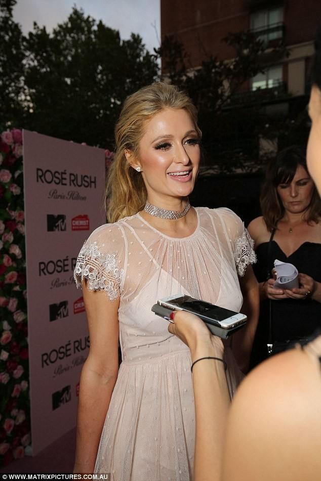 'Cô nàng tiệc tùng' Paris Hilton U40 trẻ trung quyến rũ bất ngờ - ảnh 14