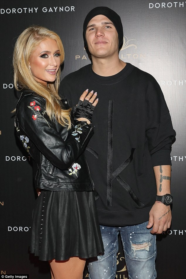 'Cô nàng tiệc tùng' Paris Hilton U40 trẻ trung quyến rũ bất ngờ - ảnh 15