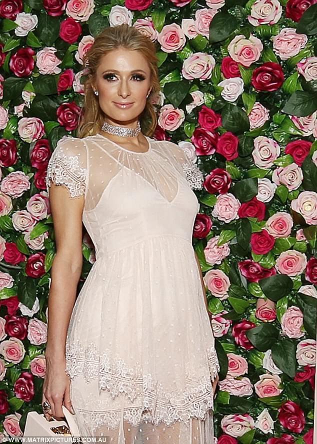 'Cô nàng tiệc tùng' Paris Hilton U40 trẻ trung quyến rũ bất ngờ - ảnh 12