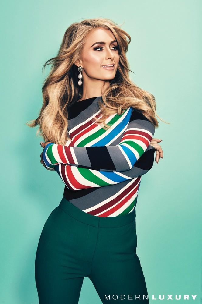 'Cô nàng tiệc tùng' Paris Hilton U40 trẻ trung quyến rũ bất ngờ - ảnh 3