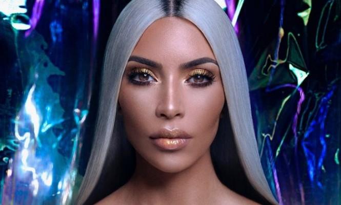 Kim Kardashian diện đầm ôm cắt xẻ khoe dáng đồng hồ cát - ảnh 6