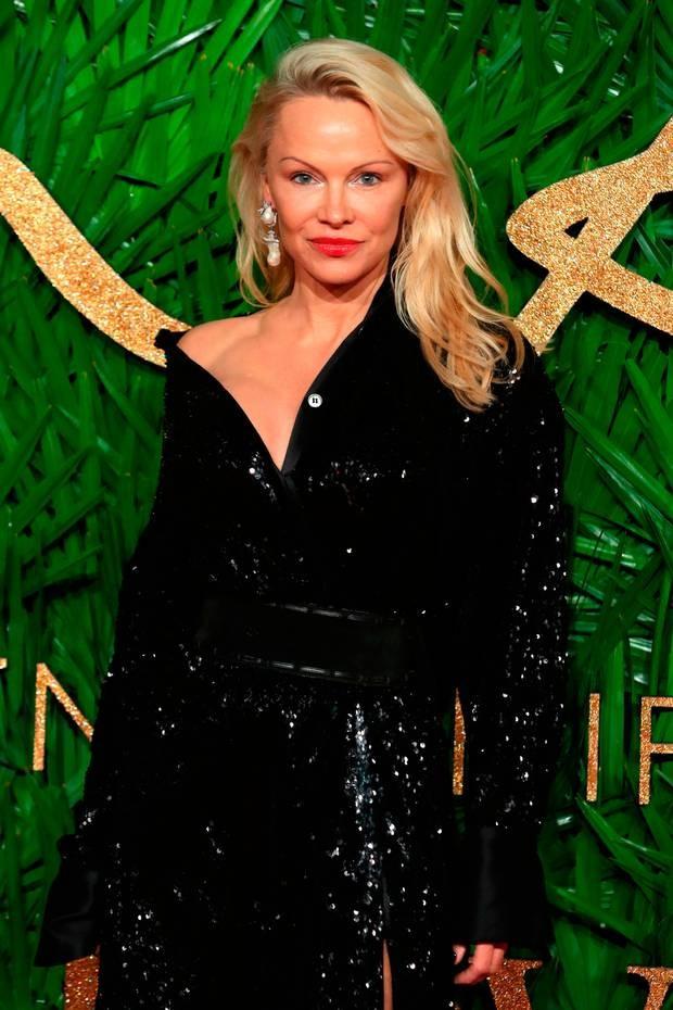 Pamela Anderson tự tin diện nội y khoe dáng bốc lửa ở tuổi 50 - ảnh 10