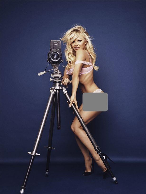 Pamela Anderson tự tin diện nội y khoe dáng bốc lửa ở tuổi 50 - ảnh 7