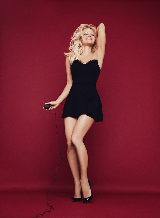 Pamela Anderson tự tin diện nội y khoe dáng bốc lửa ở tuổi 50 - ảnh 9