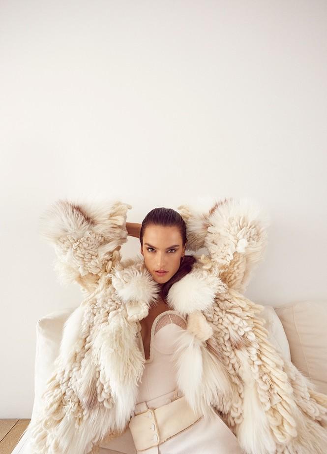 Hậu chia tay Victoria's Secret, Alessandra Ambrosio ngày càng quyến rũ - ảnh 6
