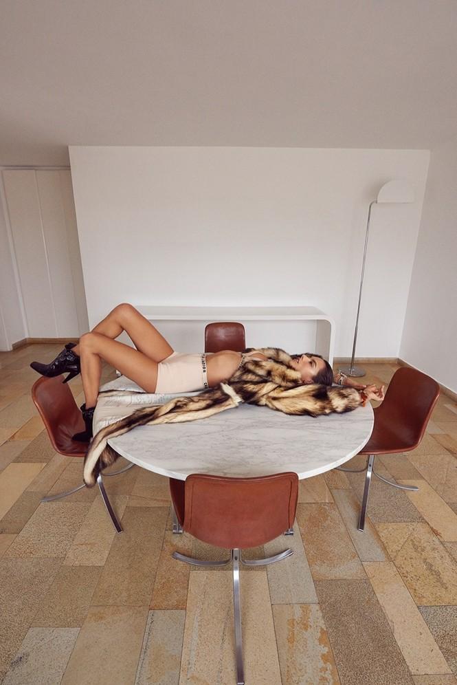 Hậu chia tay Victoria's Secret, Alessandra Ambrosio ngày càng quyến rũ - ảnh 10