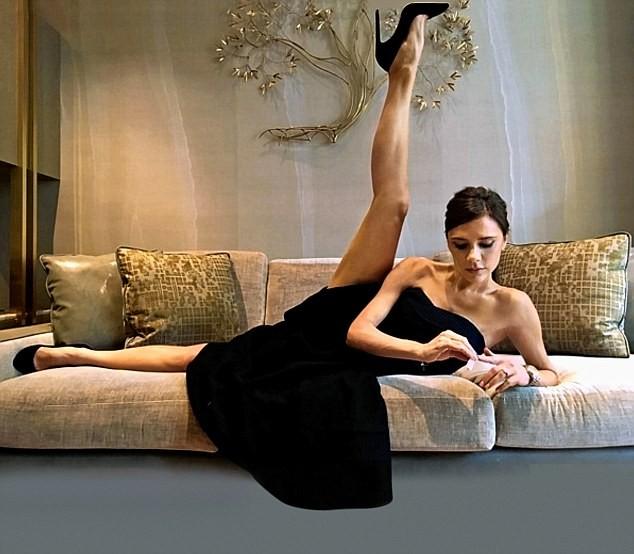Victoria Beckham mặc gợi cảm khoe chân thon dáng chuẩn - ảnh 6